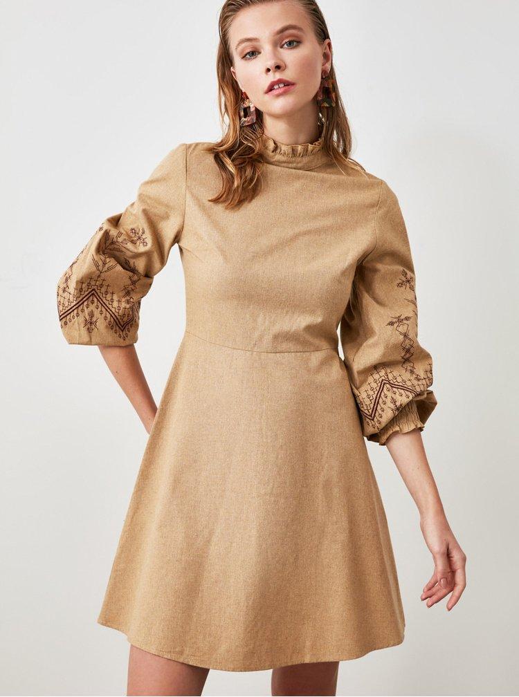 Světle hnědé šaty Trendyol