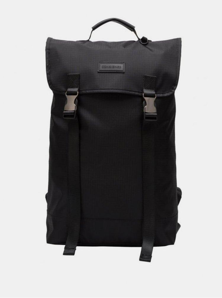 Černý batoh Consigned