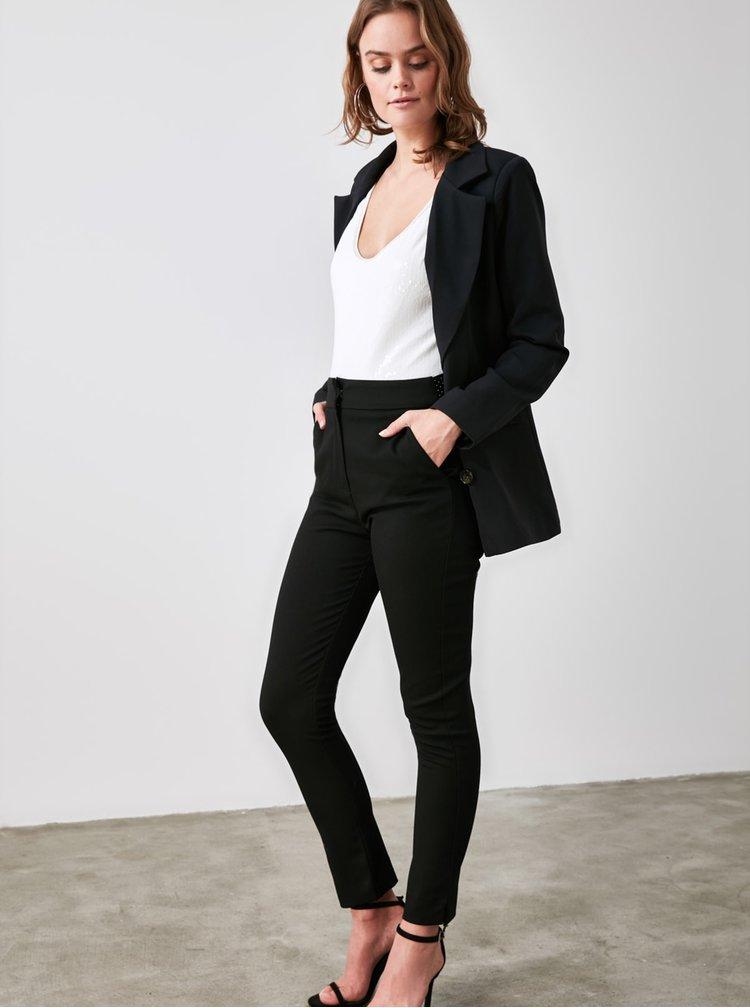 Černé dámské zkrácené skinny fit kalhoty Trendyol