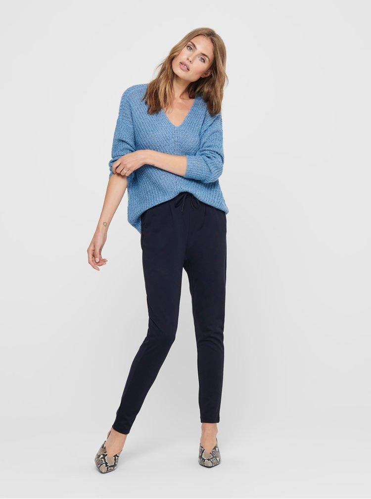 Modrý svetr Jacqueline de Yong
