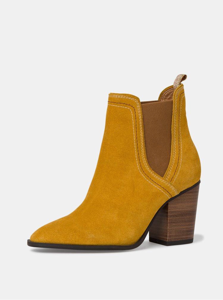 Hořčicové semišové kotníkové boty Tamaris