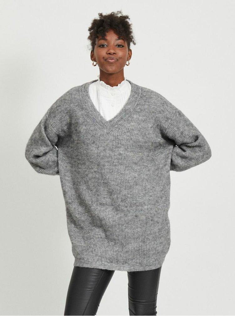 Šedý volný svetr s příměsí vlny z alpaky .OBJECT