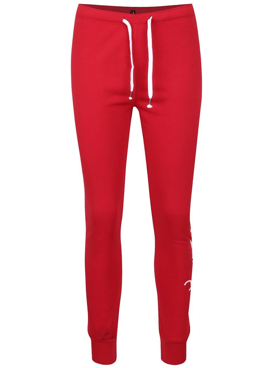 Červené tepláky s potiskem na levé nohavici TALLY WEiJL