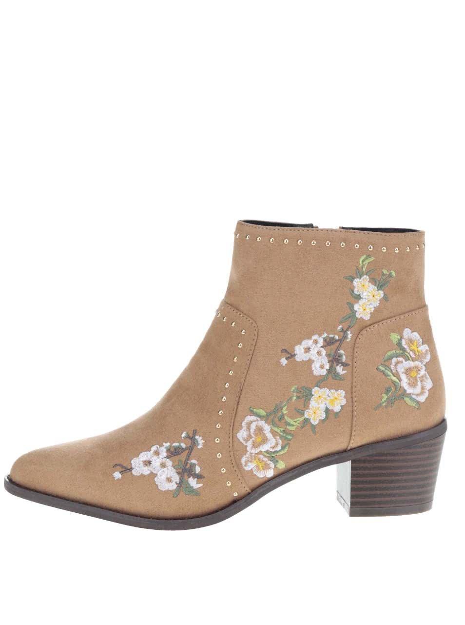 Hnědé kotníkové boty v semišové úpravě s výšivkou Miss Selfridge