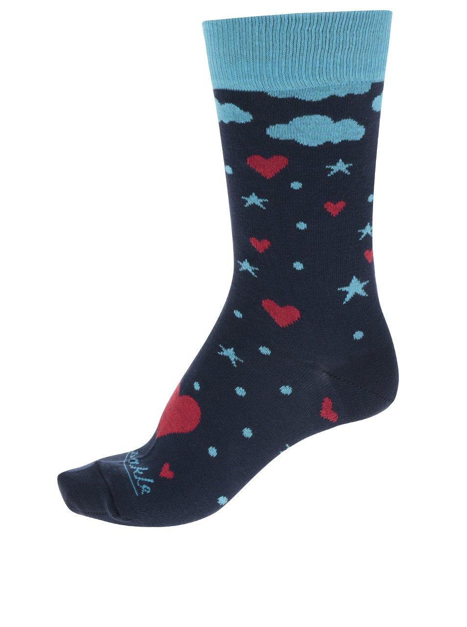 Červeno-modré dámské ponožky s motivem srdcí Fusakle Láska z oblakov