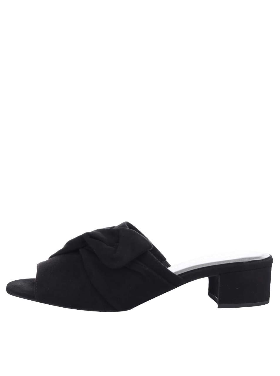 Černé pantofle na podpatku Tamaris