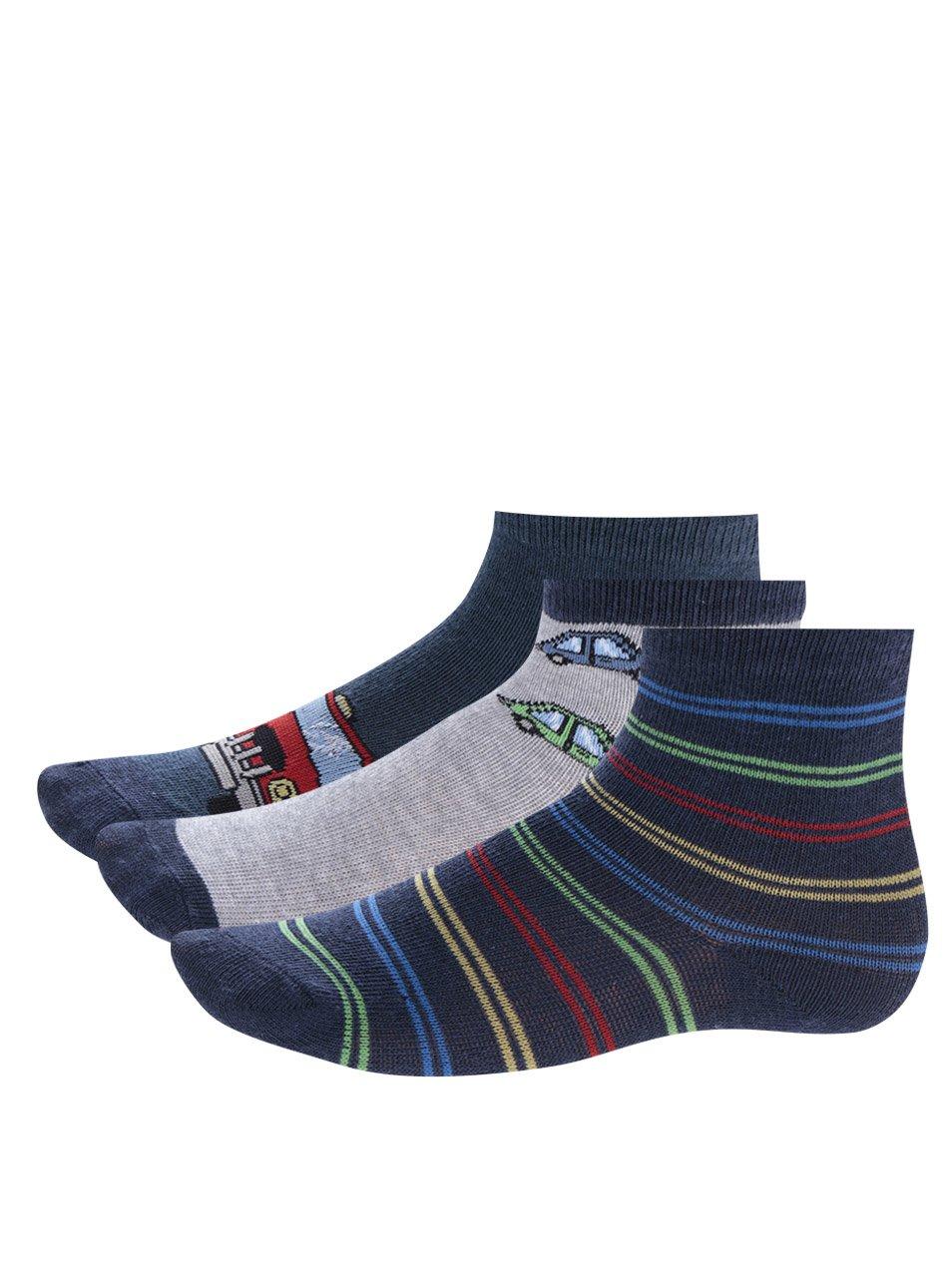 Fotografie Sada tří párů šedo-modrých klučičích ponožek s motivem aut 5.10.15.