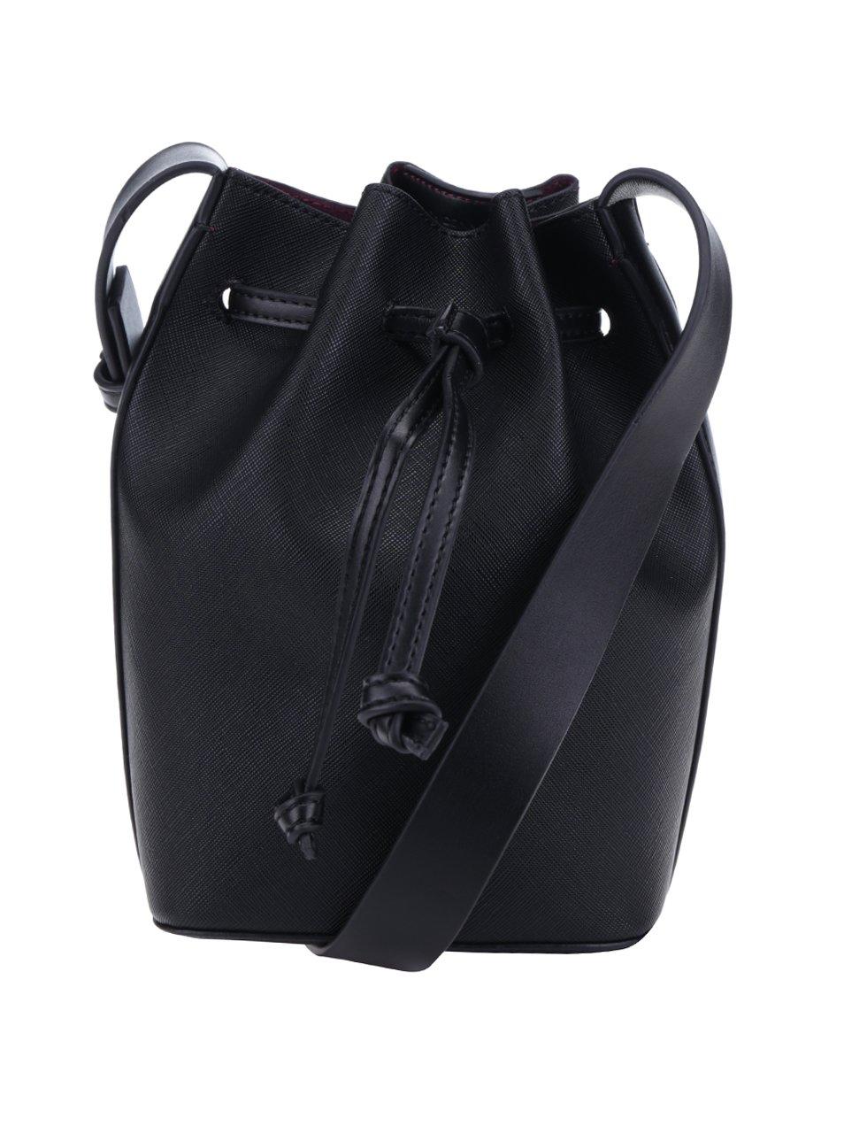 Černý koženkový vak French Connection Saffiano Chelsea