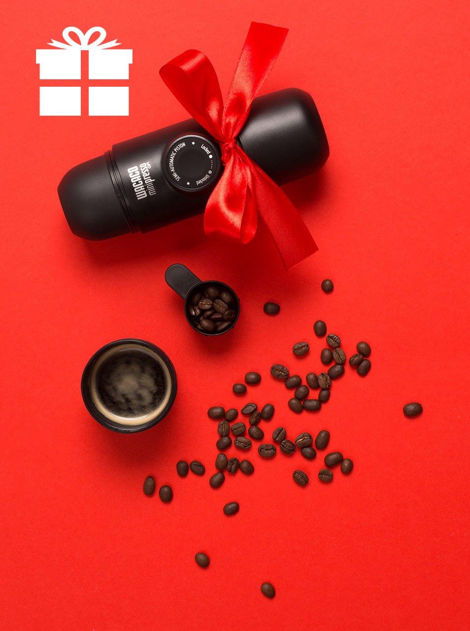 Černý cestovní espressovač na kávové kapsle Wacaco NS