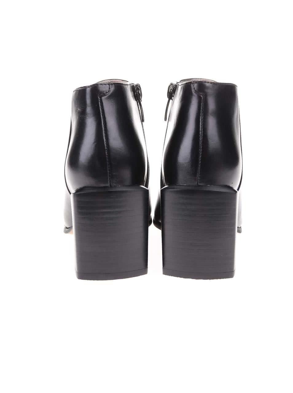 024a416202 Čierne kožené členkové topánky na podpätku Clarks Amaline Art ...