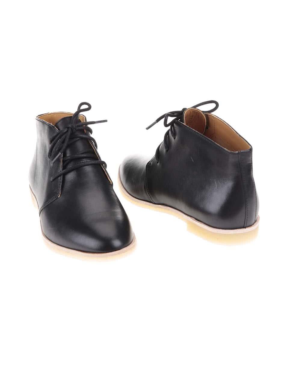 ce76894b7c66 Čierne dámske kožené členkové topánky Clarks Phenia Desert ...