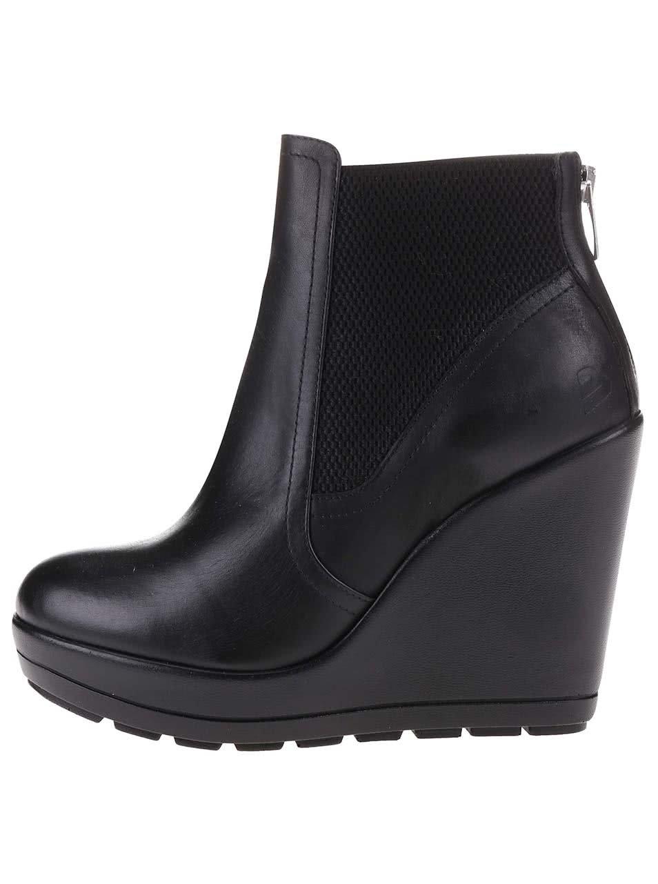 126bf73b35 Čierne kožené členkové topánky na platforme Bullboxer ...