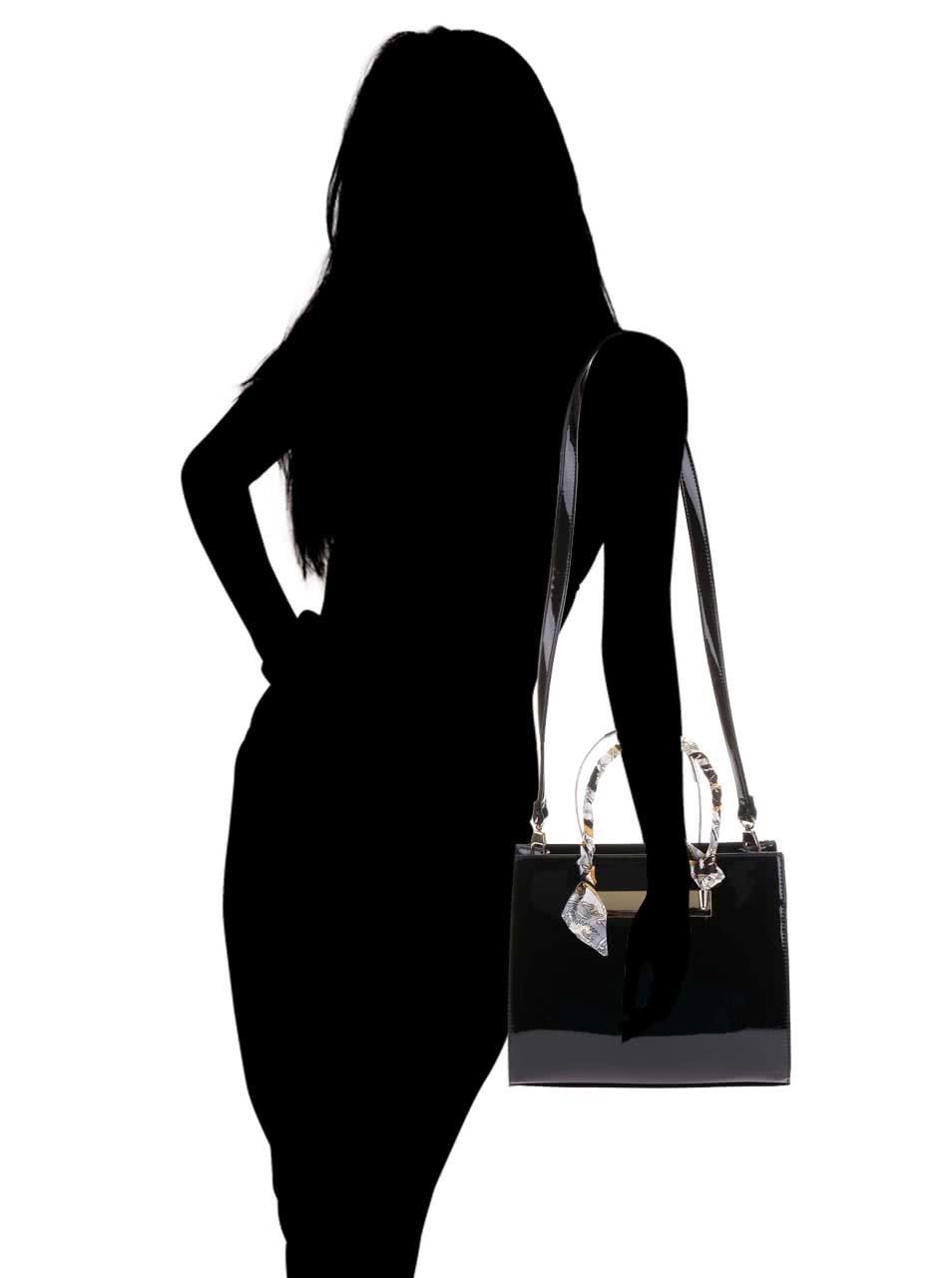 Čierna lakovaná kabelka s detailmi v zlatej farbe Gessy ... eece53da8dc