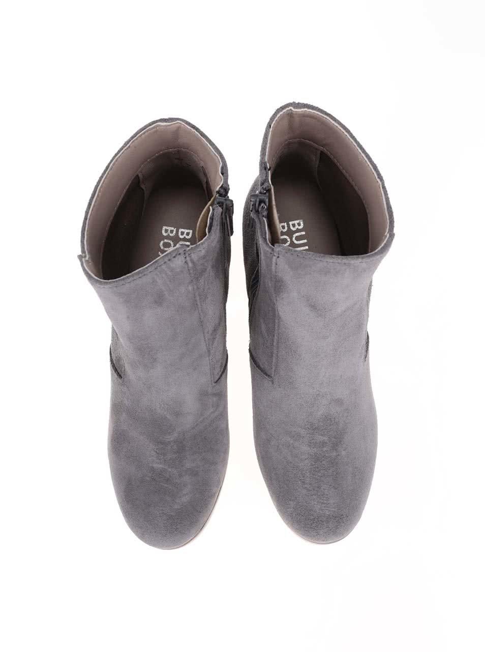 ba47215e04 Sivé semišové členkové topánky Bullboxer ...