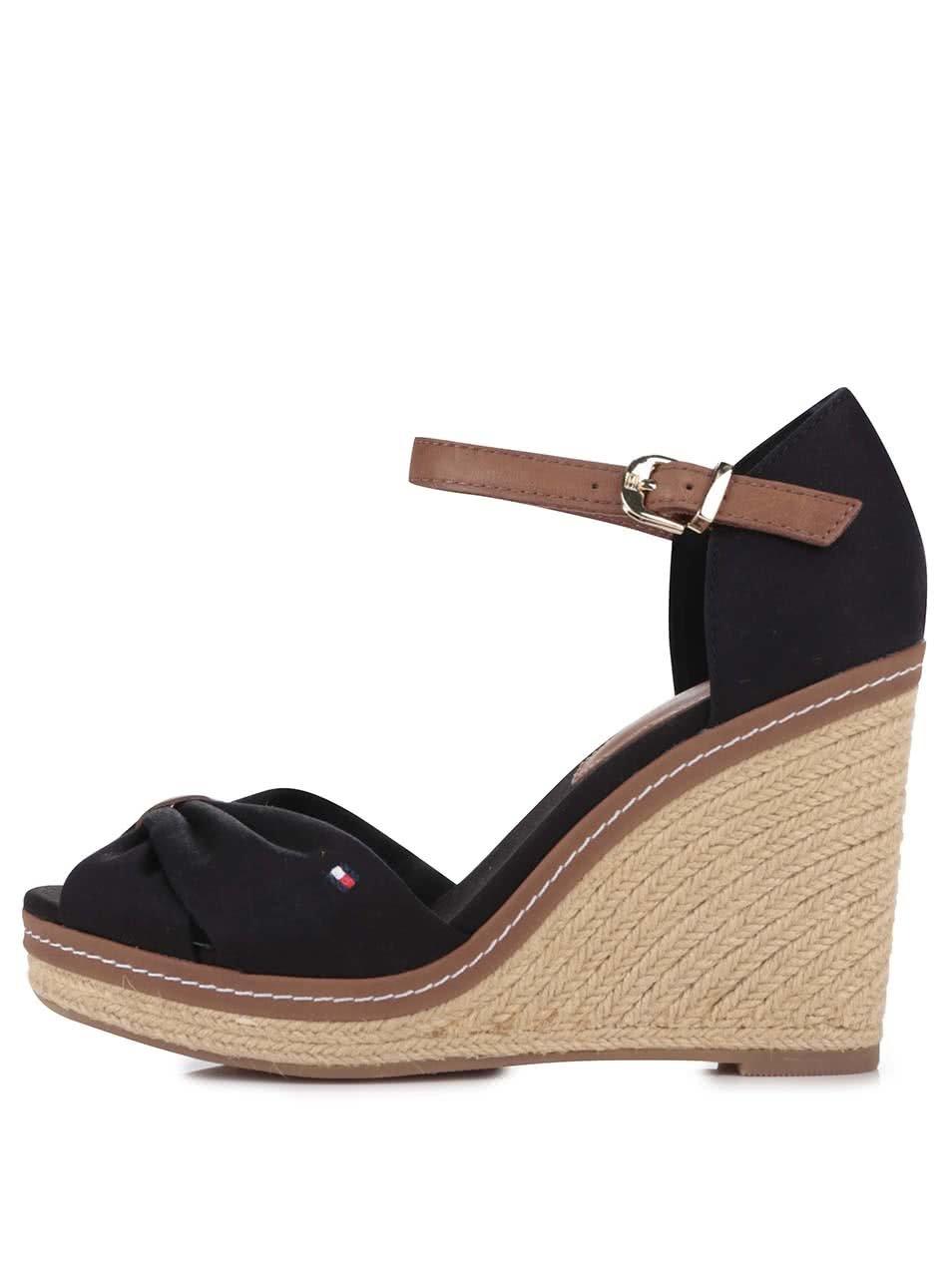ae3b78a13c6 Černé dámské boty na klínku Tommy Hilfiger ...