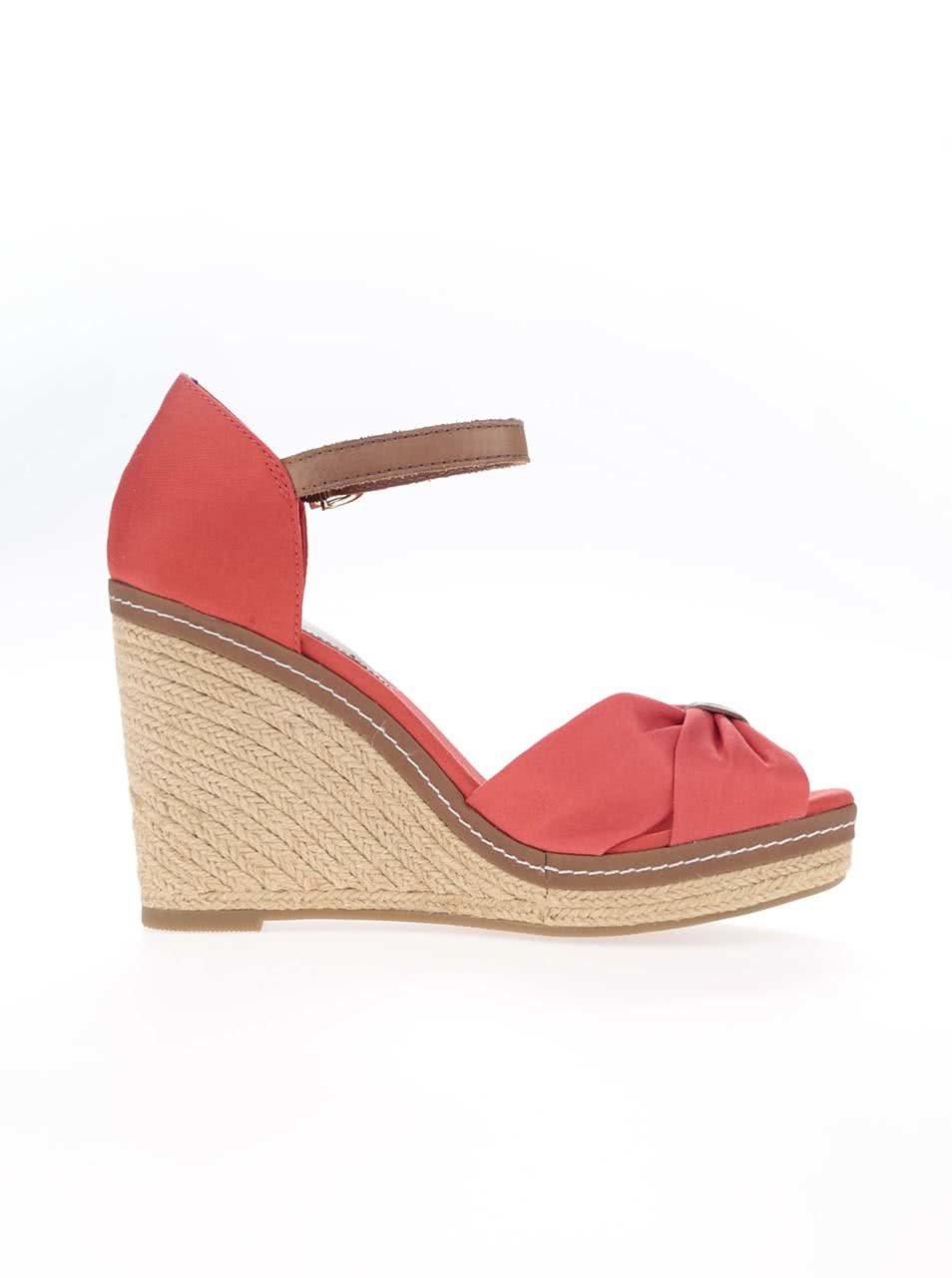 4b5848335958e Červené dámske topánky na platforme Tommy Hilfiger | ZOOT.sk