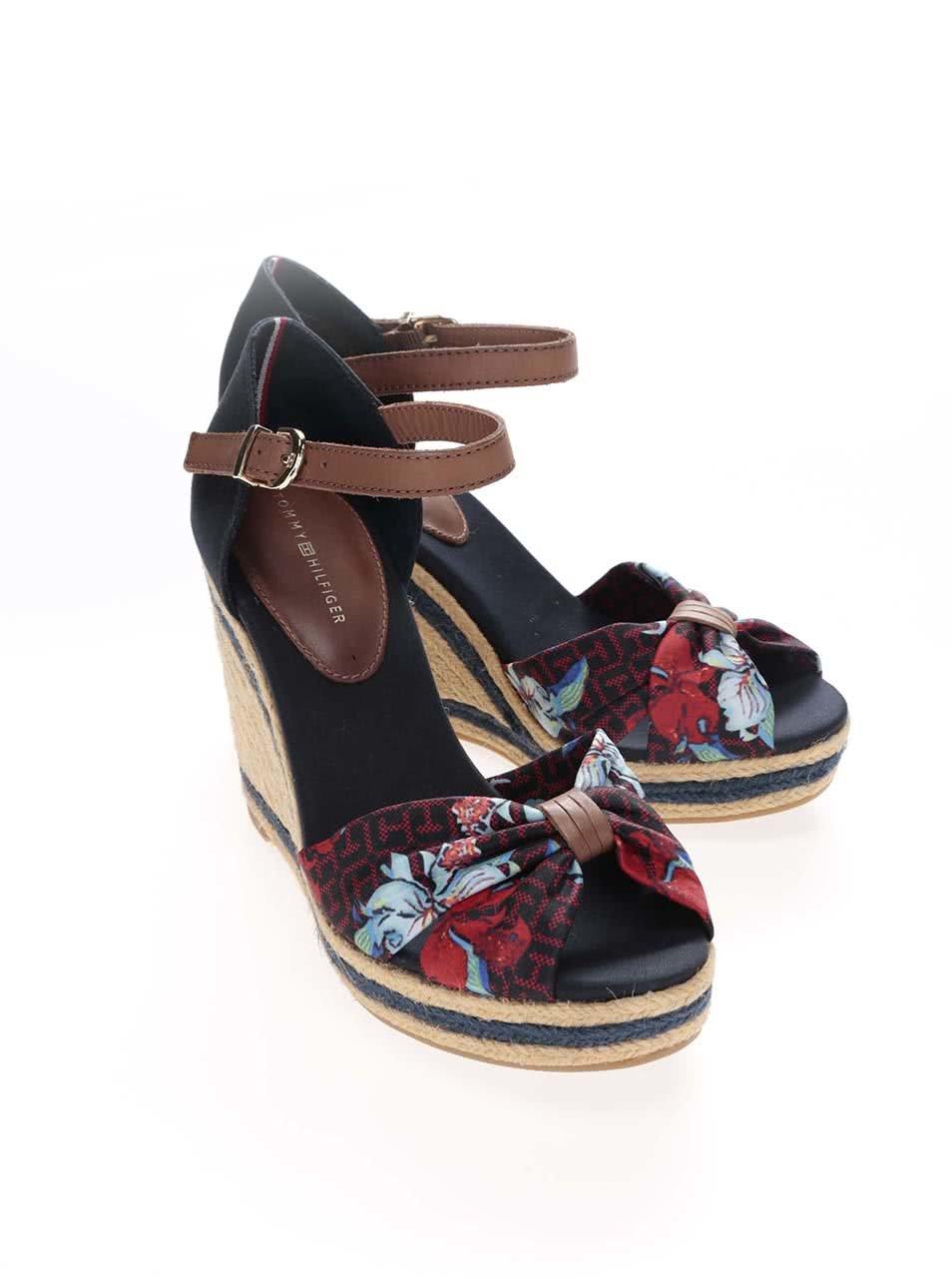 156772aa21c Barevné dámské boty na klínku s květinami Tommy Hilfiger ...