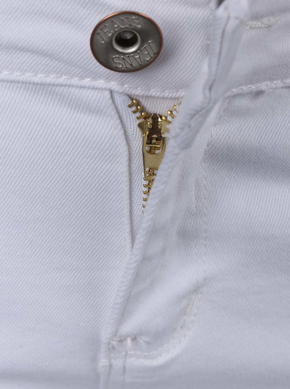 65dd117c316 Bílé krátké šortky s roztrhaným efektem Madonna ...