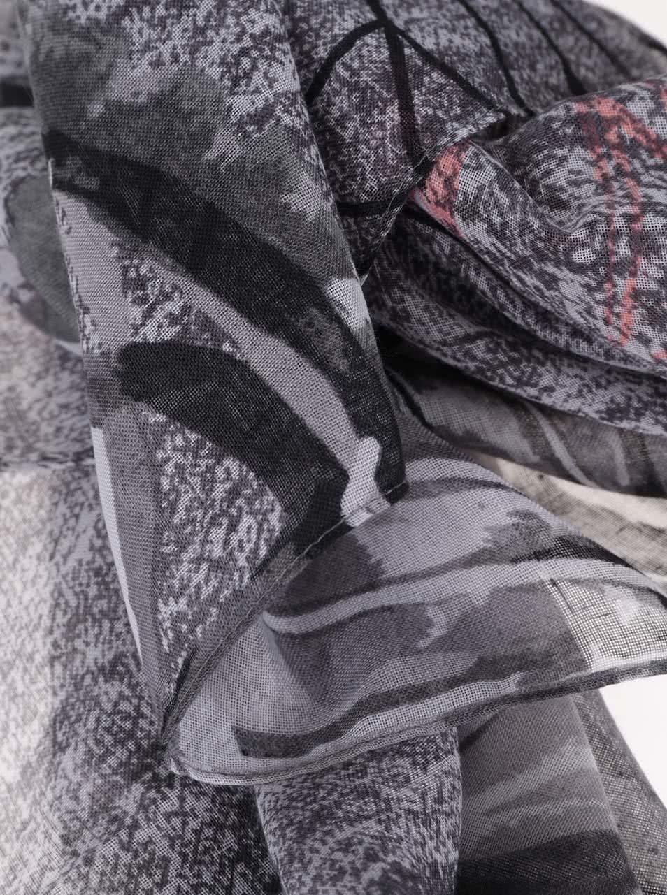 Sivá vzorovaná šatka s červeným nápisom Desigual Adhara ... 644654f955a