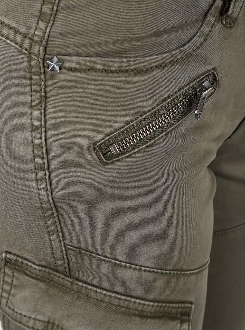 6b70a030b9d Khaki dámské kalhoty s kapsami QS by s.Oliver