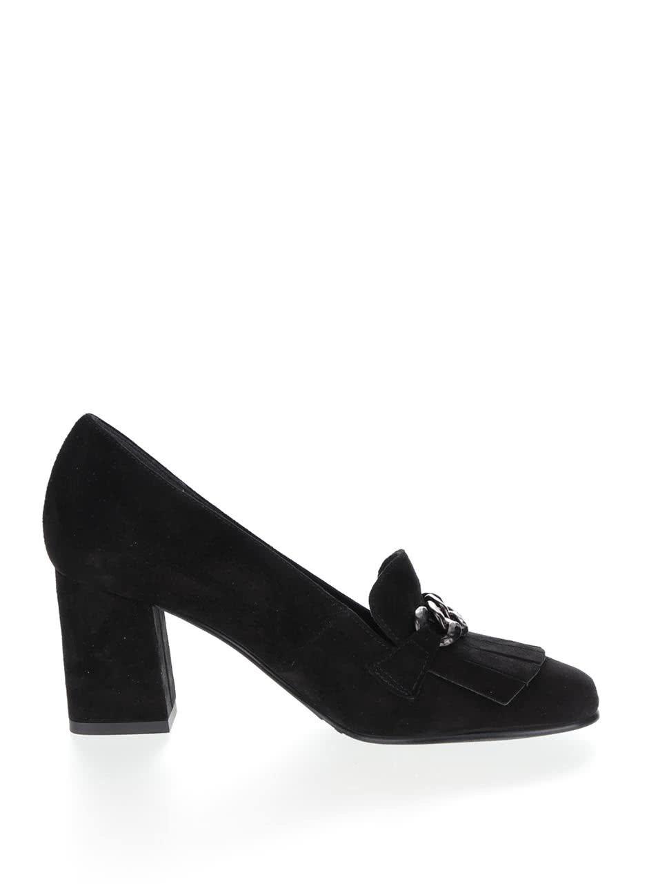 4421ba33a53 Černé kožené boty na podpatku v semišové úpravě s kovovým páskem Tamaris ...