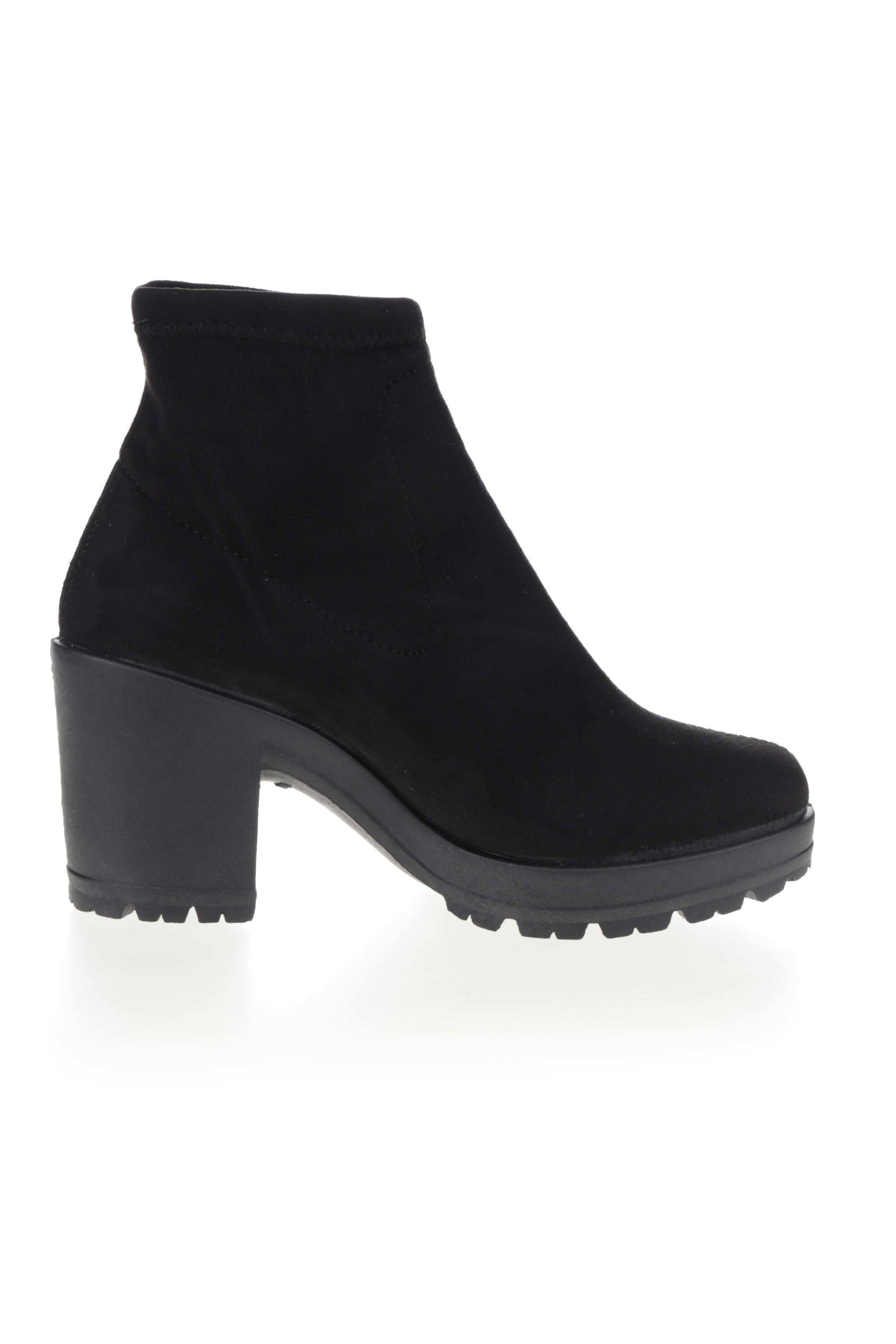 17e525452b010 Čierne členkové topánky v semišovej úprave na podpätku Miss Selfridge ...