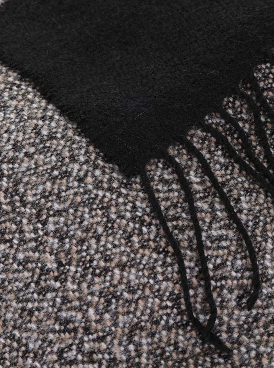 055b782ef779 Čierno-sivý šál so strapcami Pieces Play ...