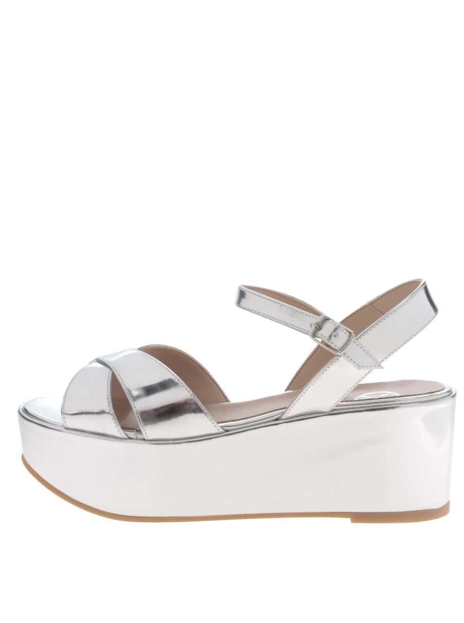 80df2e07770c Lesklé sandále v striebornej farbe na platforme OJJU ...