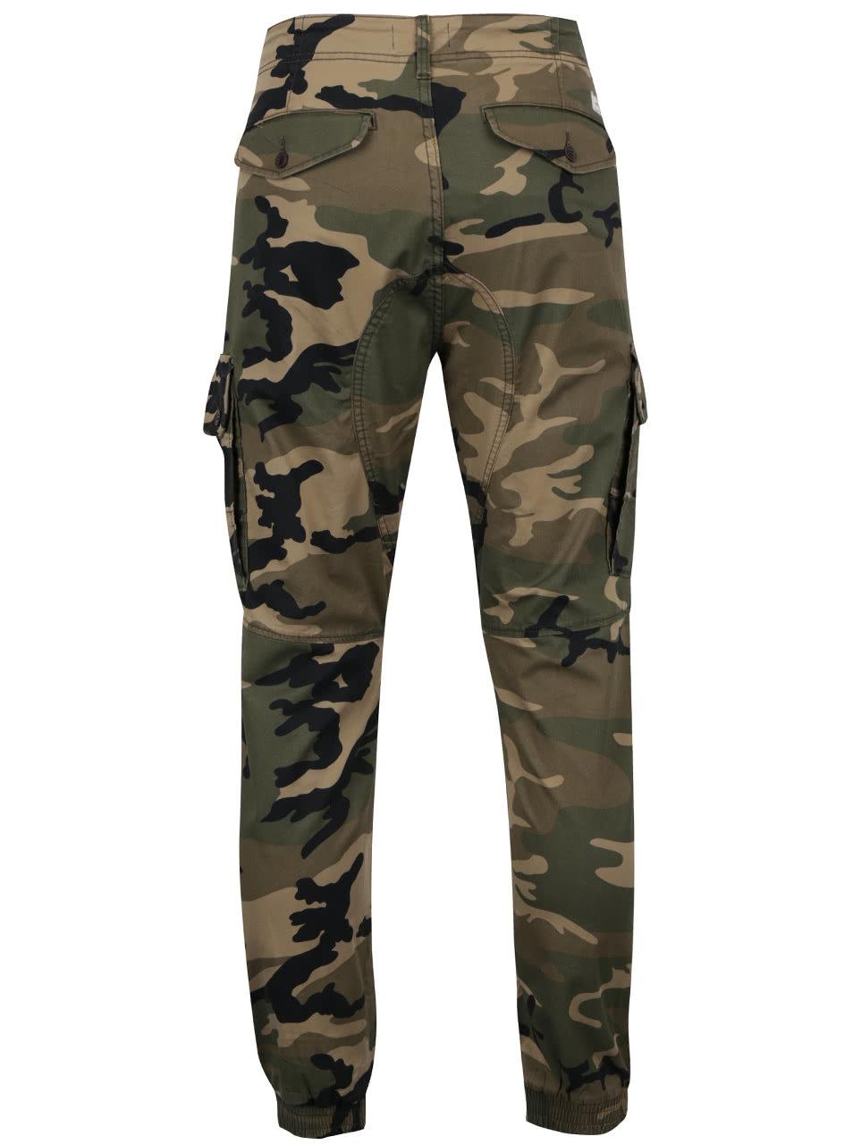 c449e675c06f Zelené maskáčové nohavice Jack   Jones Paul ...