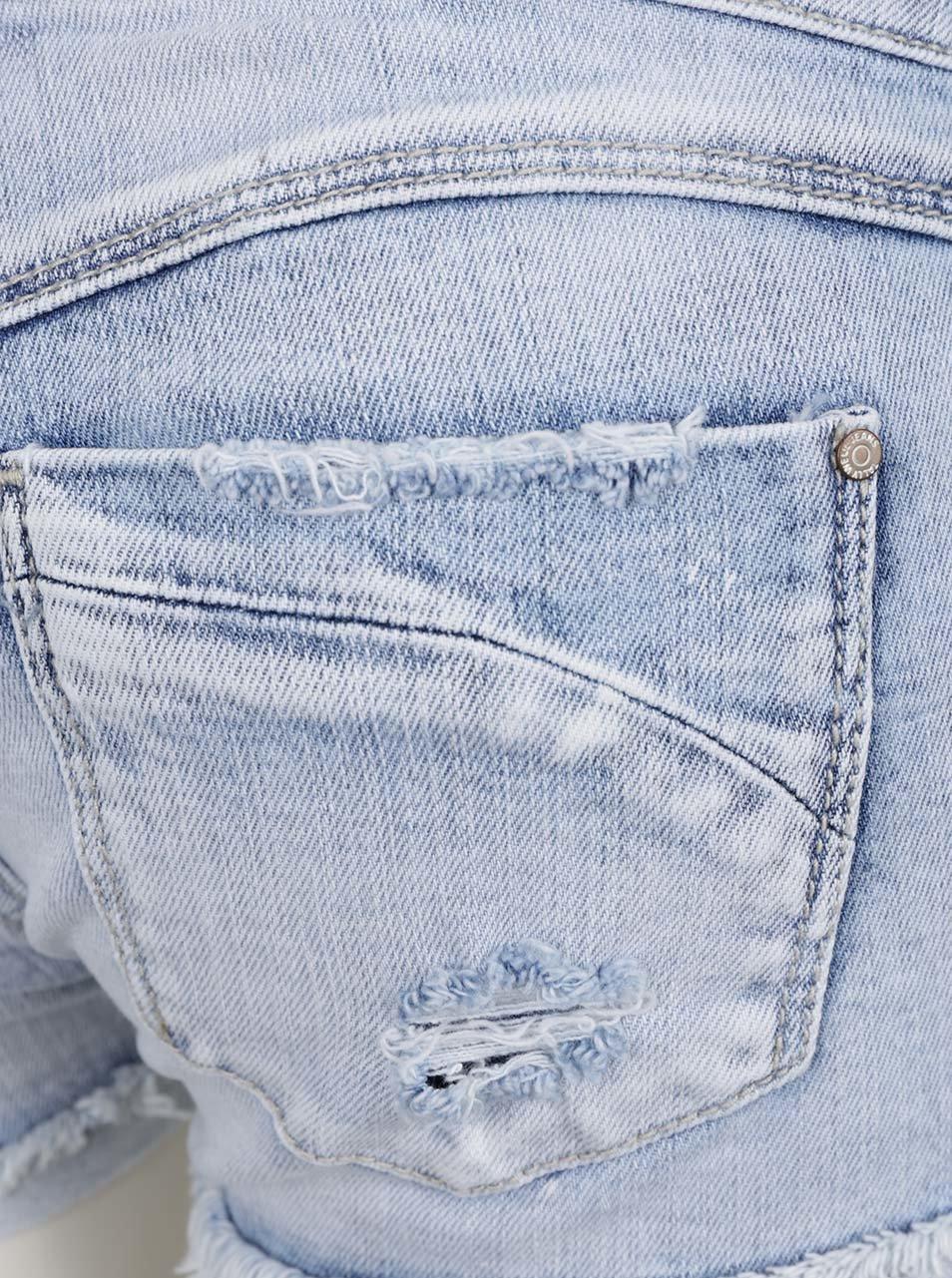 Světle modré džínové kraťasy s nízkým pasem a potrhaným efektem TALLY WEiJL  ... 78d73d6669