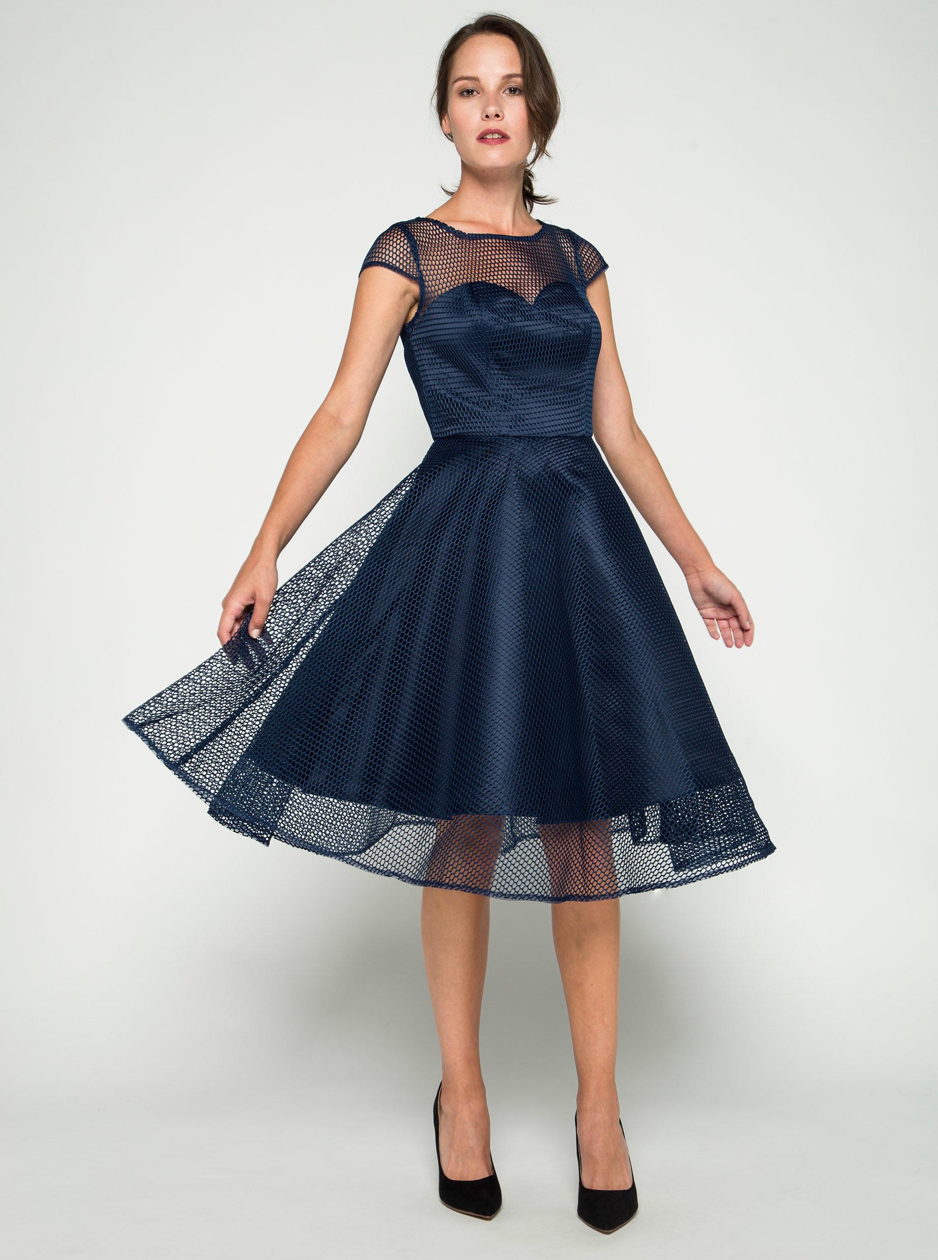 afdbb137469 Tmavomodré šaty s tylovou spodničkou Chi Chi London ...