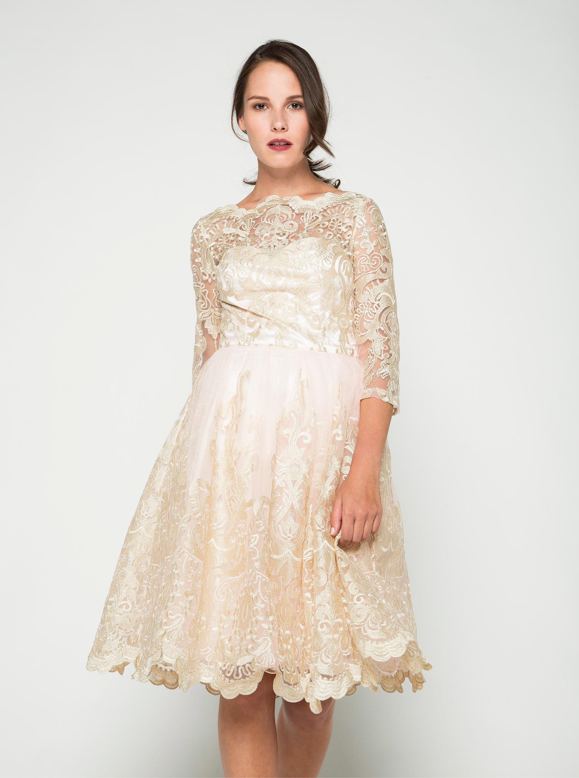 aac2e2ff676e Světle růžové krajkové šaty s 3 4 rukávy Chi Chi London ...