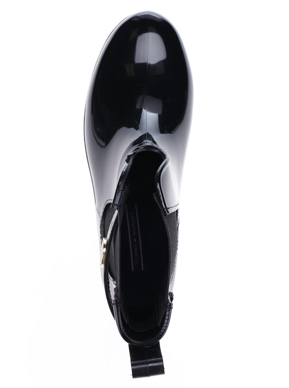 fbf13cf352e Černé dámské gumové chelsea boty s detaily ve zlaté barvě Tommy Hilfiger  Oxley ...