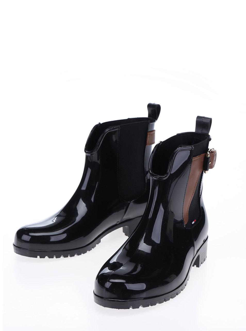 52879998f4 Čierne dámske gumové chelsea topánky s koženými detailmi Tommy Hilfiger  Oxley ...