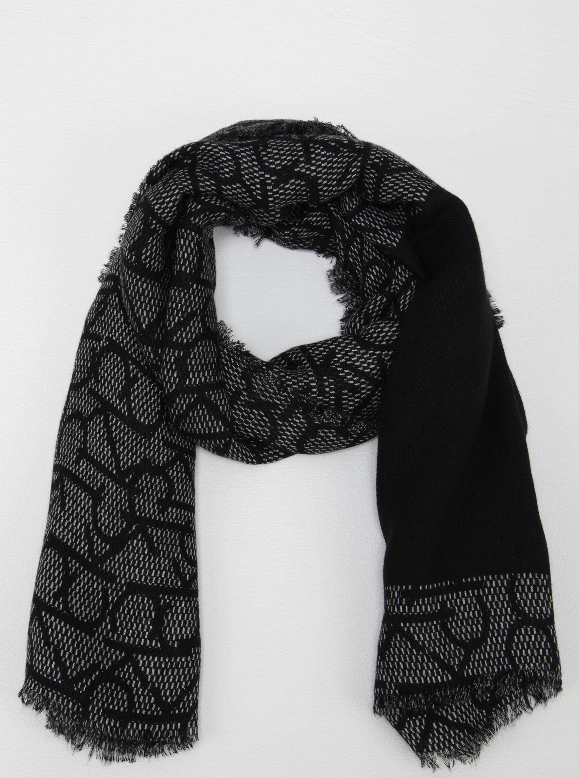 Černý vzorovaný šátek Calvin Klein Jeans Monogram ... fa0e0fbdfe
