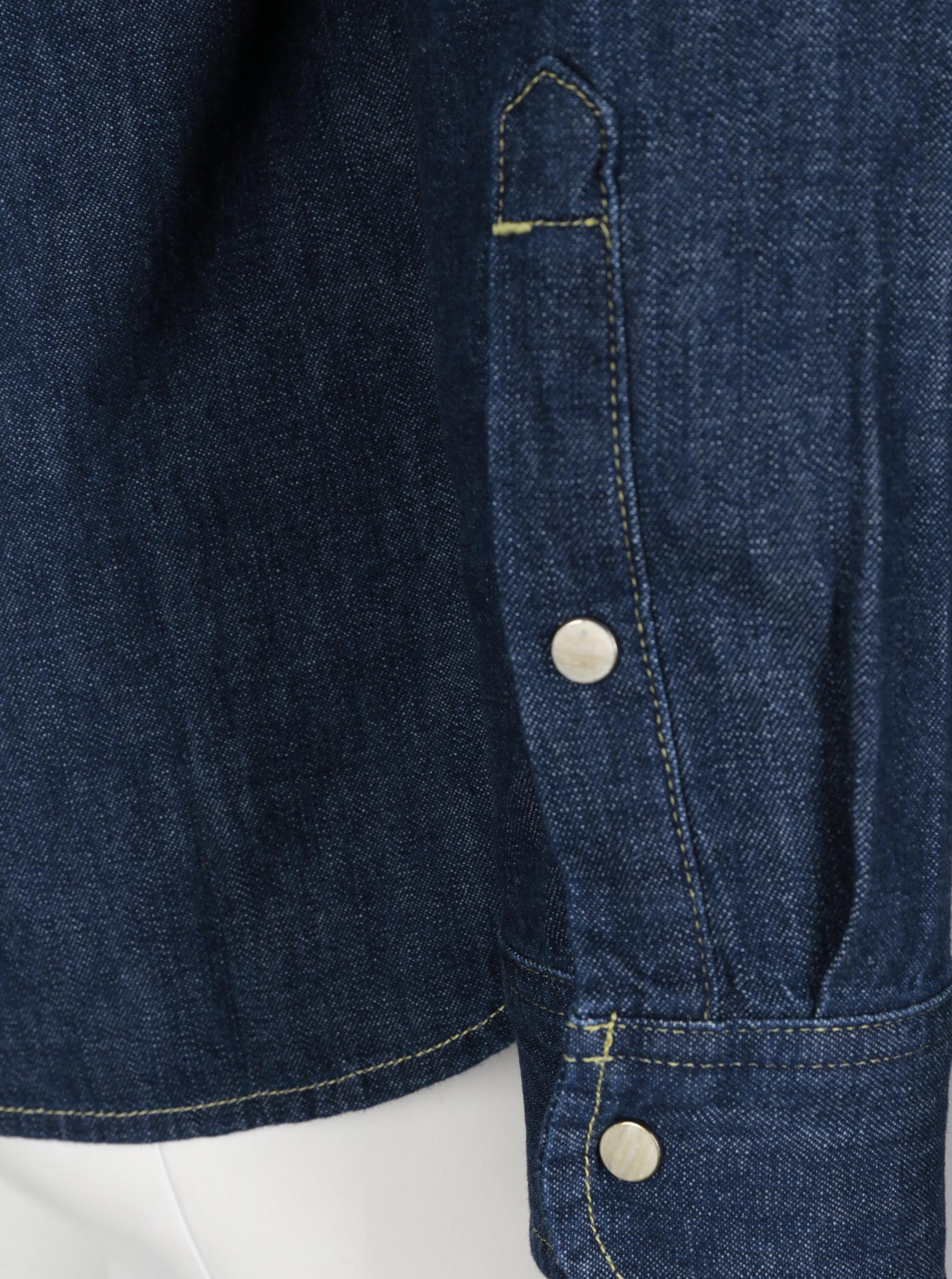 722b47f3e3c Tmavě modrá pánská džínová košile s kapsami Lee ...