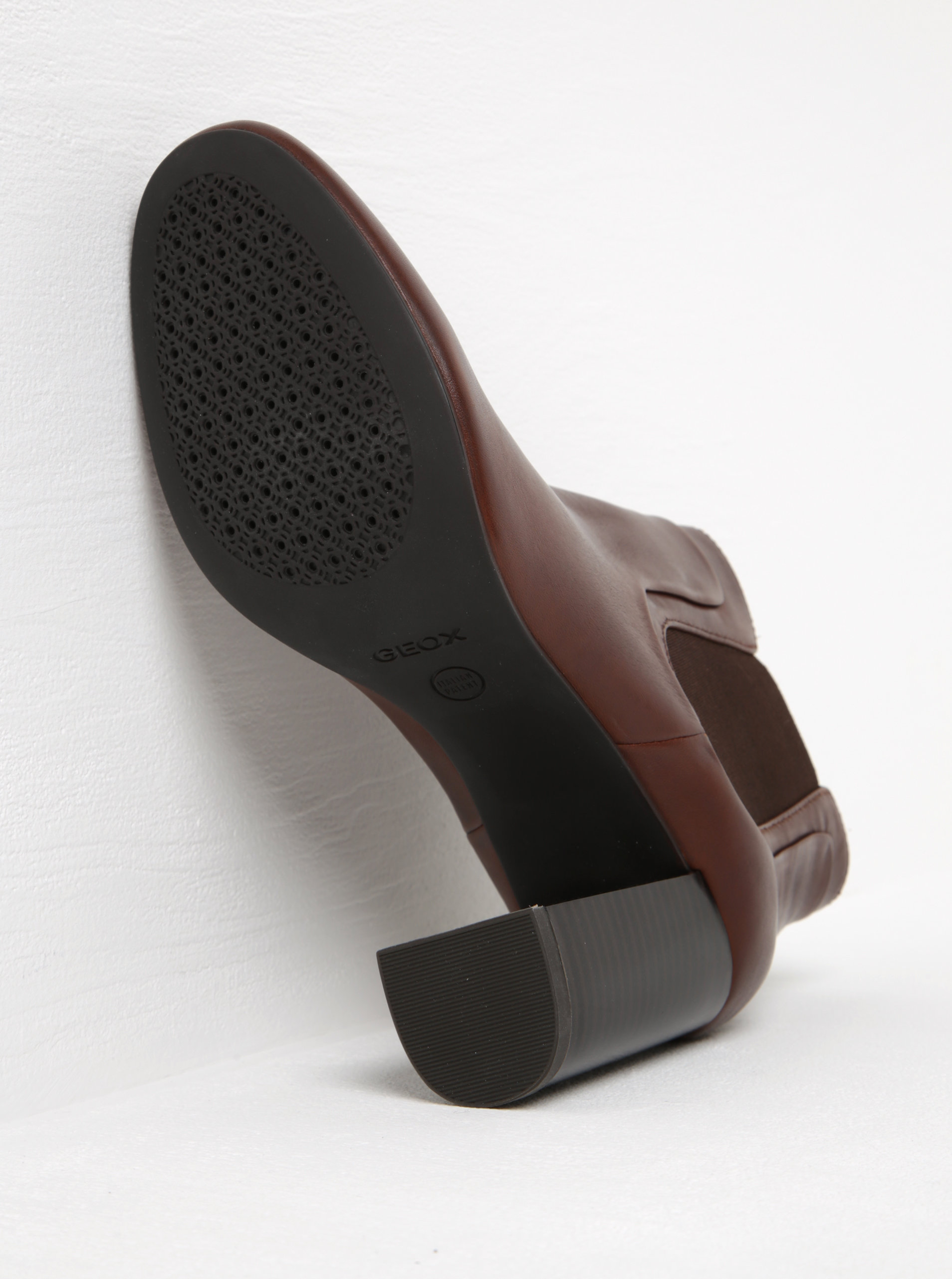31345e0d972a Hnedé dámske kožené chelsea topánky na vysokom podpätku Geox Audalies ...