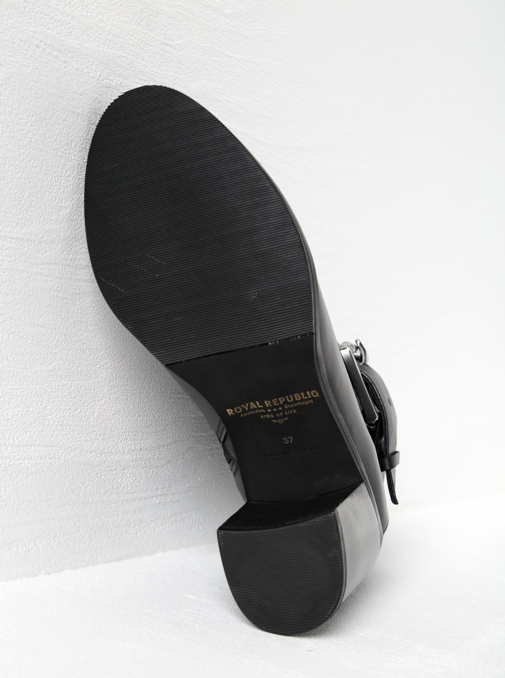 78e1dd0c89b Černé dámské kožené kotníkové boty podpatku s přezkou Royal RepubliQ ...