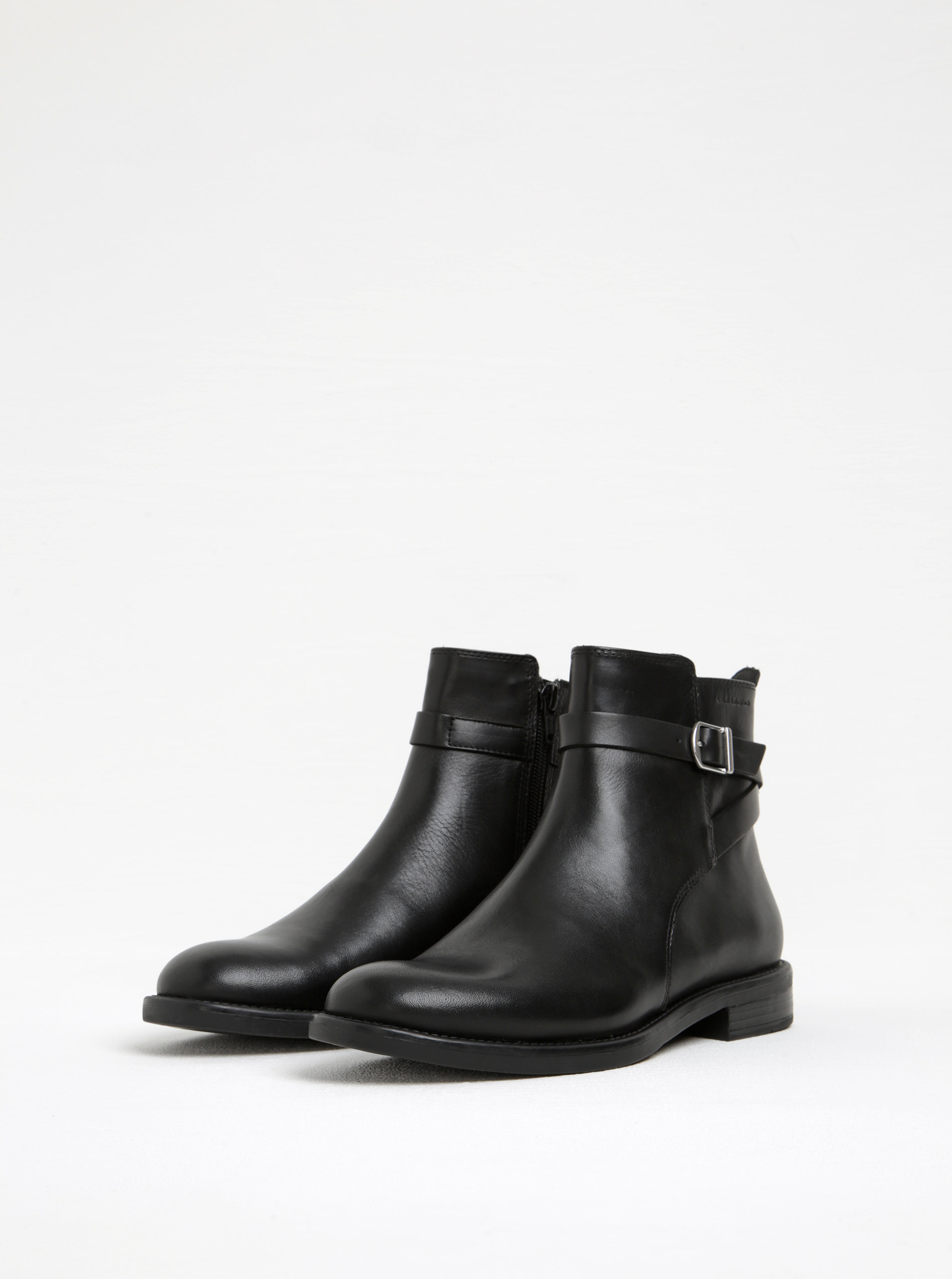 Čierne dámske kožené členkové topánky s prackou Vagabond Amina ... d783a8ca93b