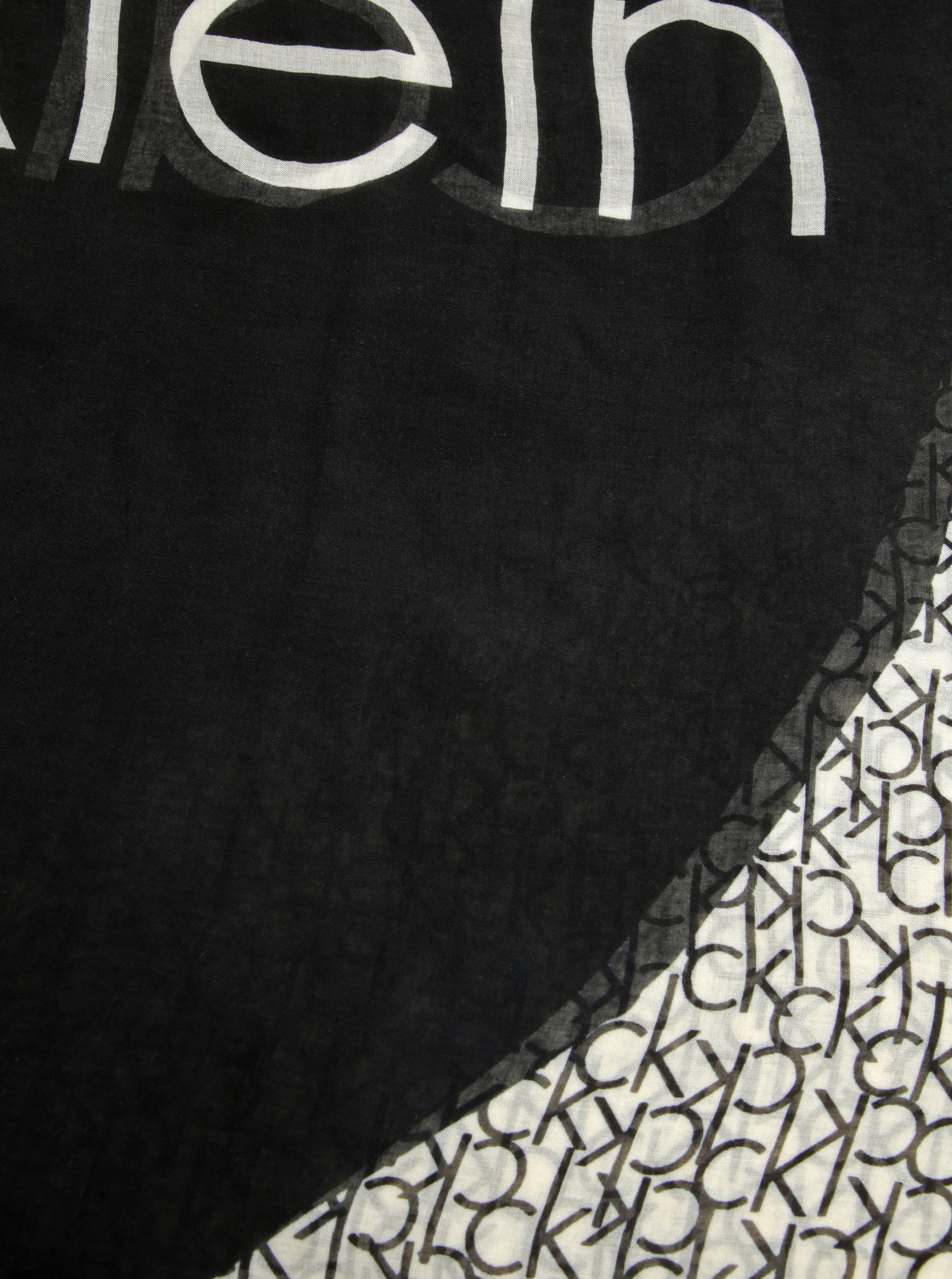 Krémovo-černý dámský vzorovaný šátek Calvin Klein Jeans Joyce ... c6c9b1de8d
