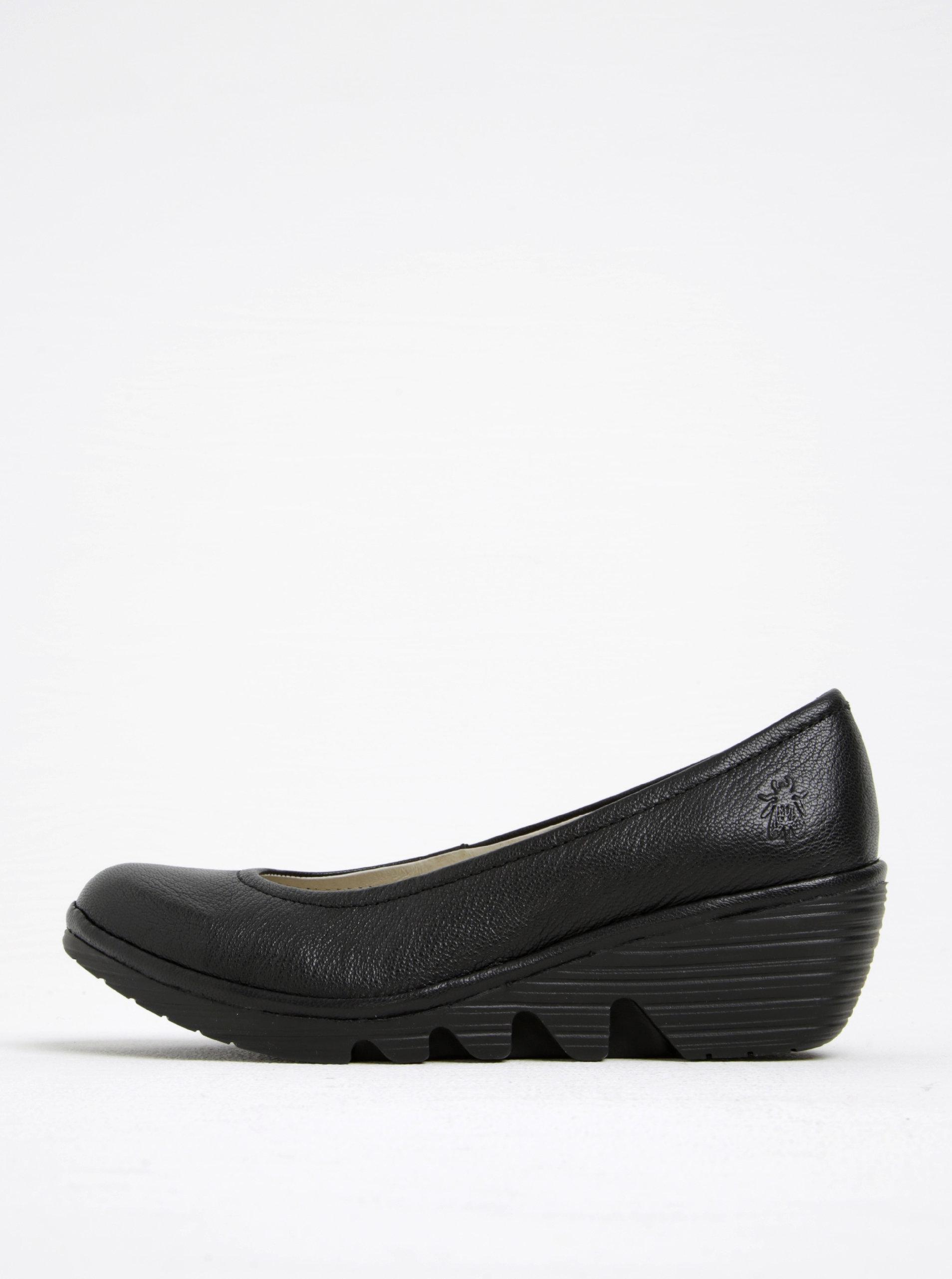 a431f1a1ac0d Čierne dámske kožené baleríny na klinovom podpätku FLY London ...