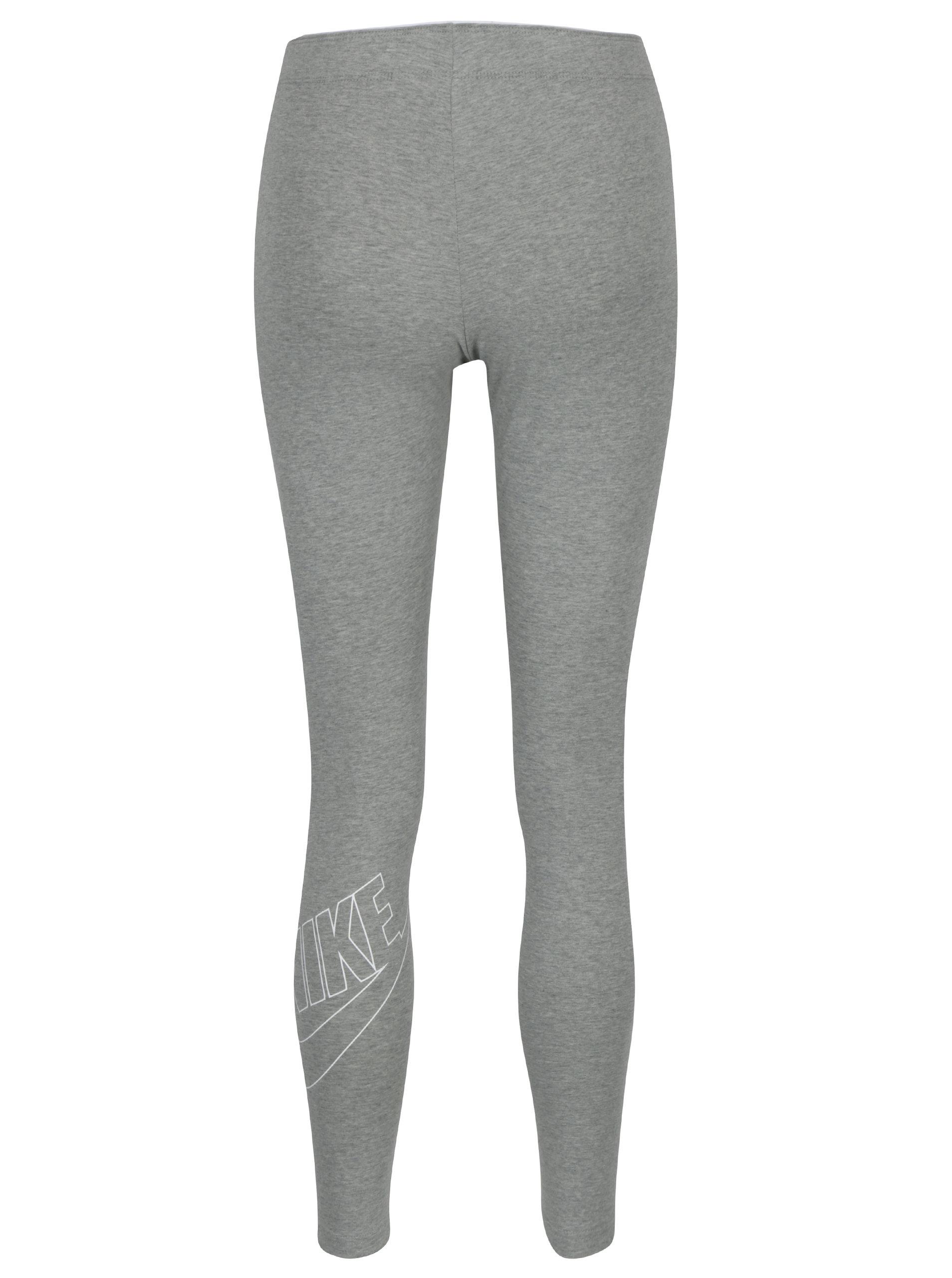 9475070a2242 Šedé dámské žíhané sportovní legíny s potiskem Nike Sportswear Logo Club ...