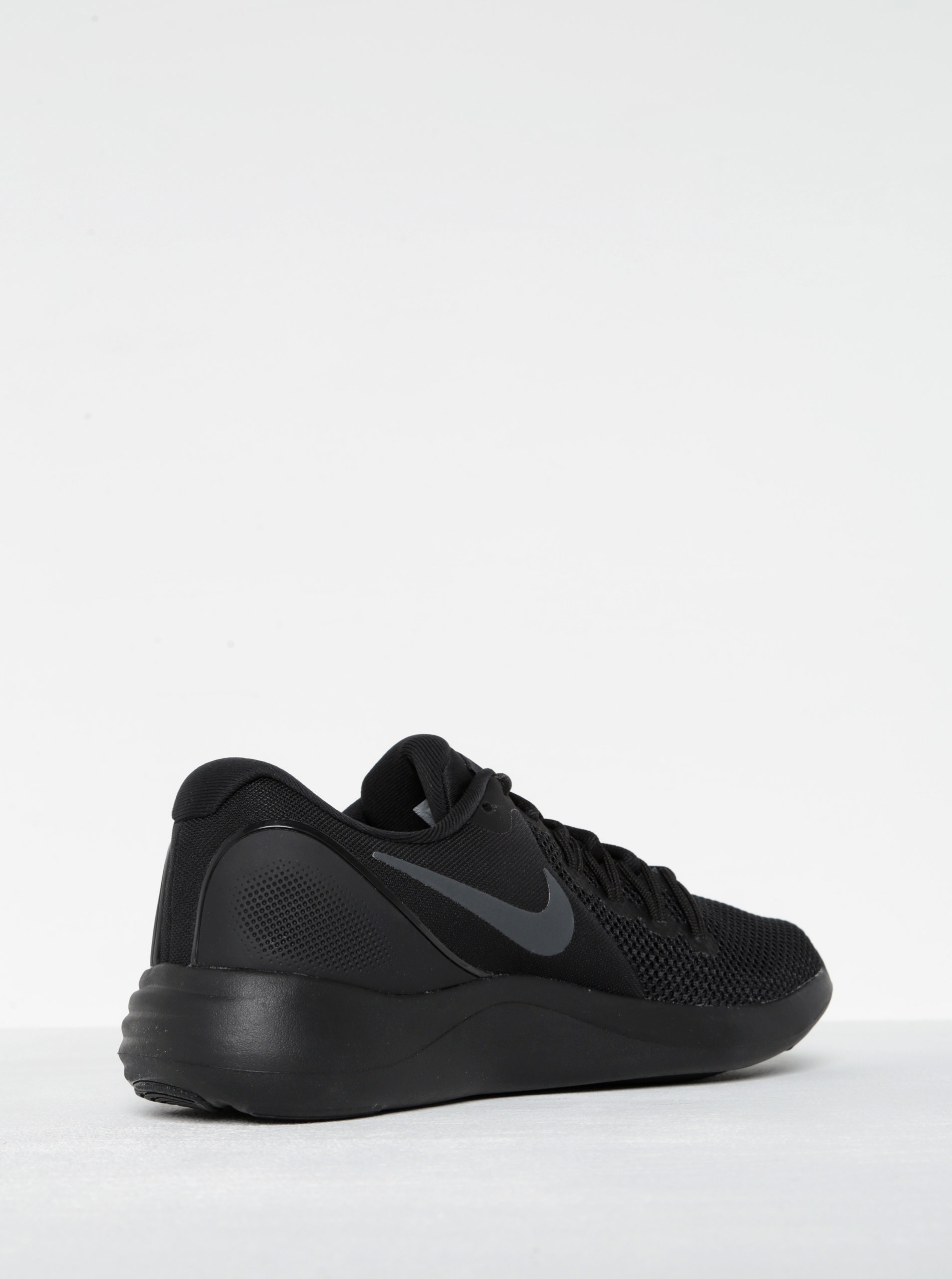 4d4906070e8 Černé pánské tenisky Nike Lunar Apparent ...