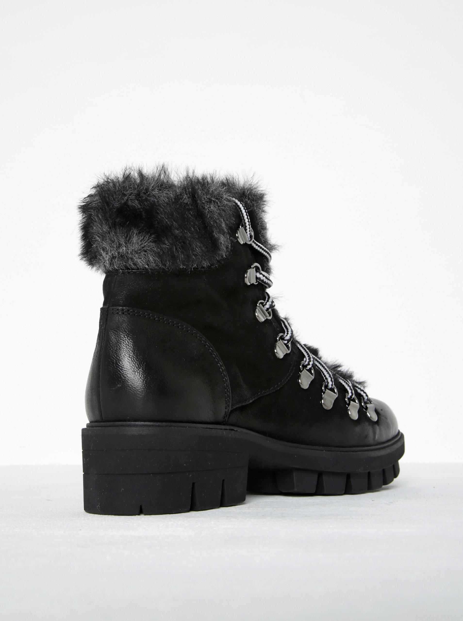 2ad19154b7 Čierne kožené členkové topánky s umelou kožušinou Tamaris ...