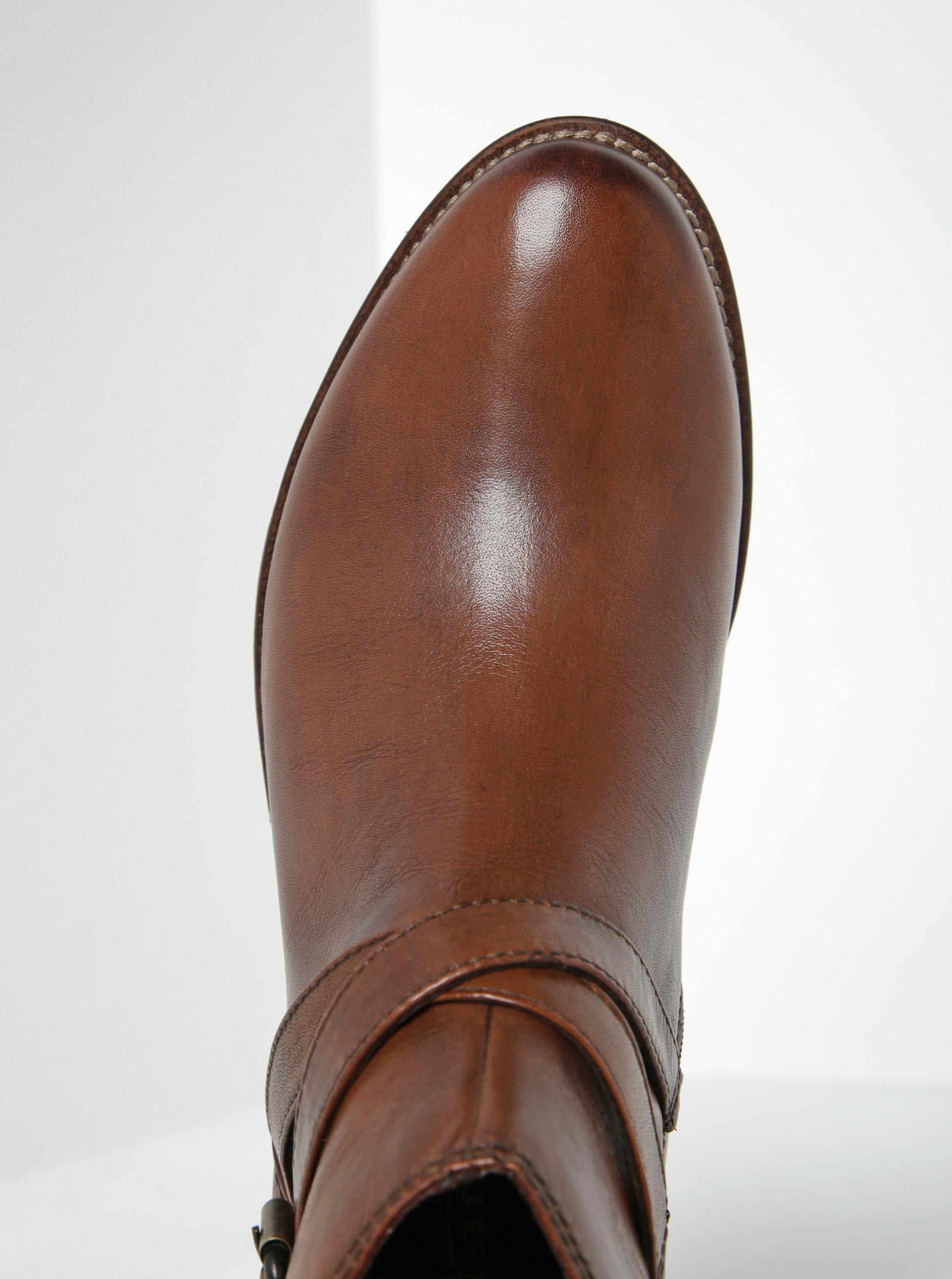 32df837a31 Hnedé kožené členkové topánky s tenkým remienkom a prackou Tamaris ...