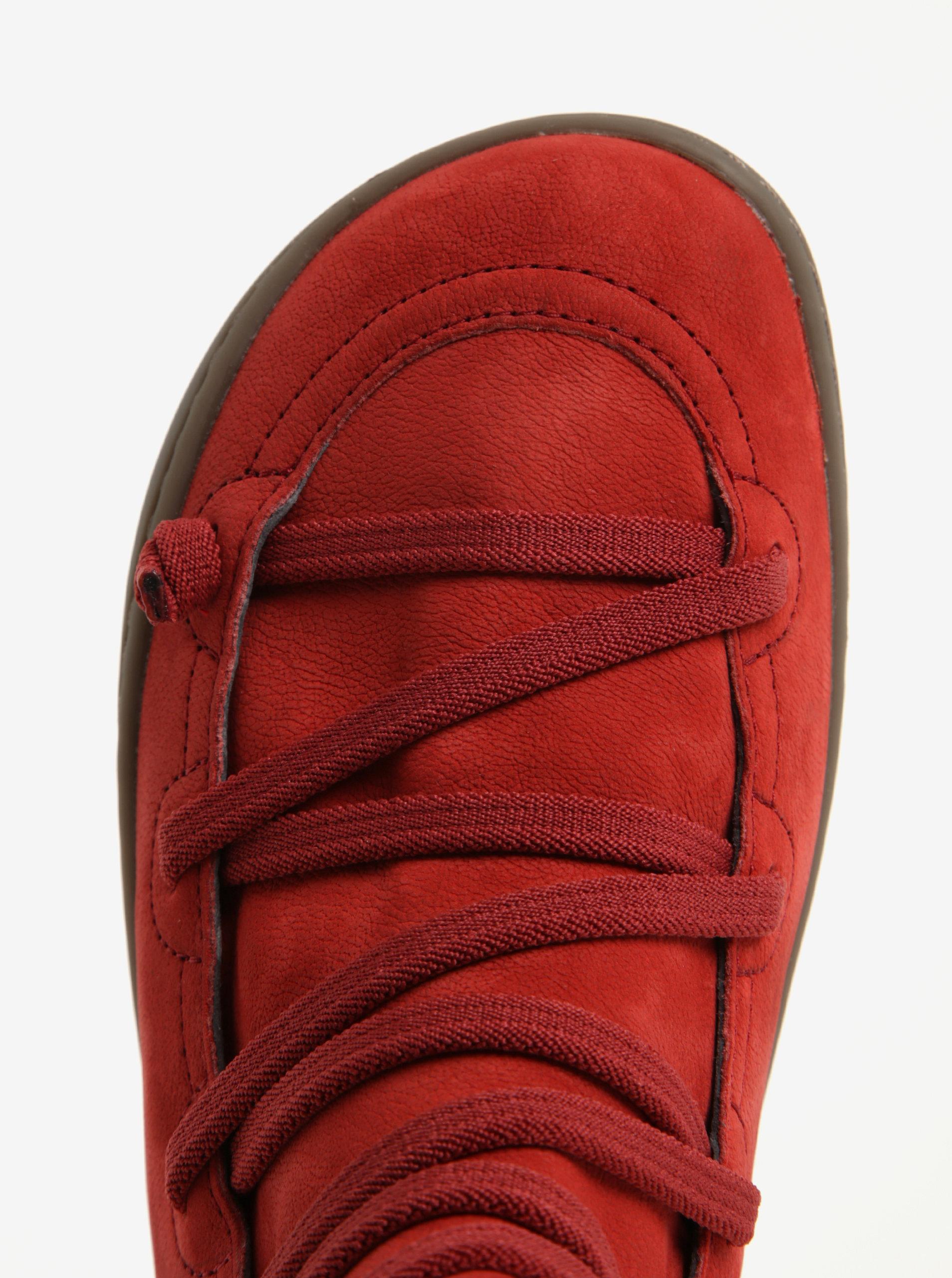 5637b3ffee2 Červené dámské kožené kotníkové boty se šněrováním Camper ...