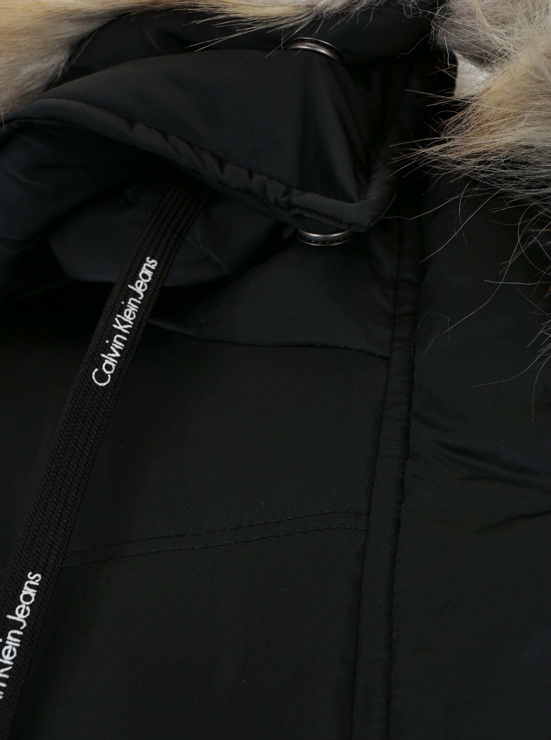 dce8fc8b27 Černý dámský zimní prošívaný péřový kabát Calvin Klein Jeans Opra ...