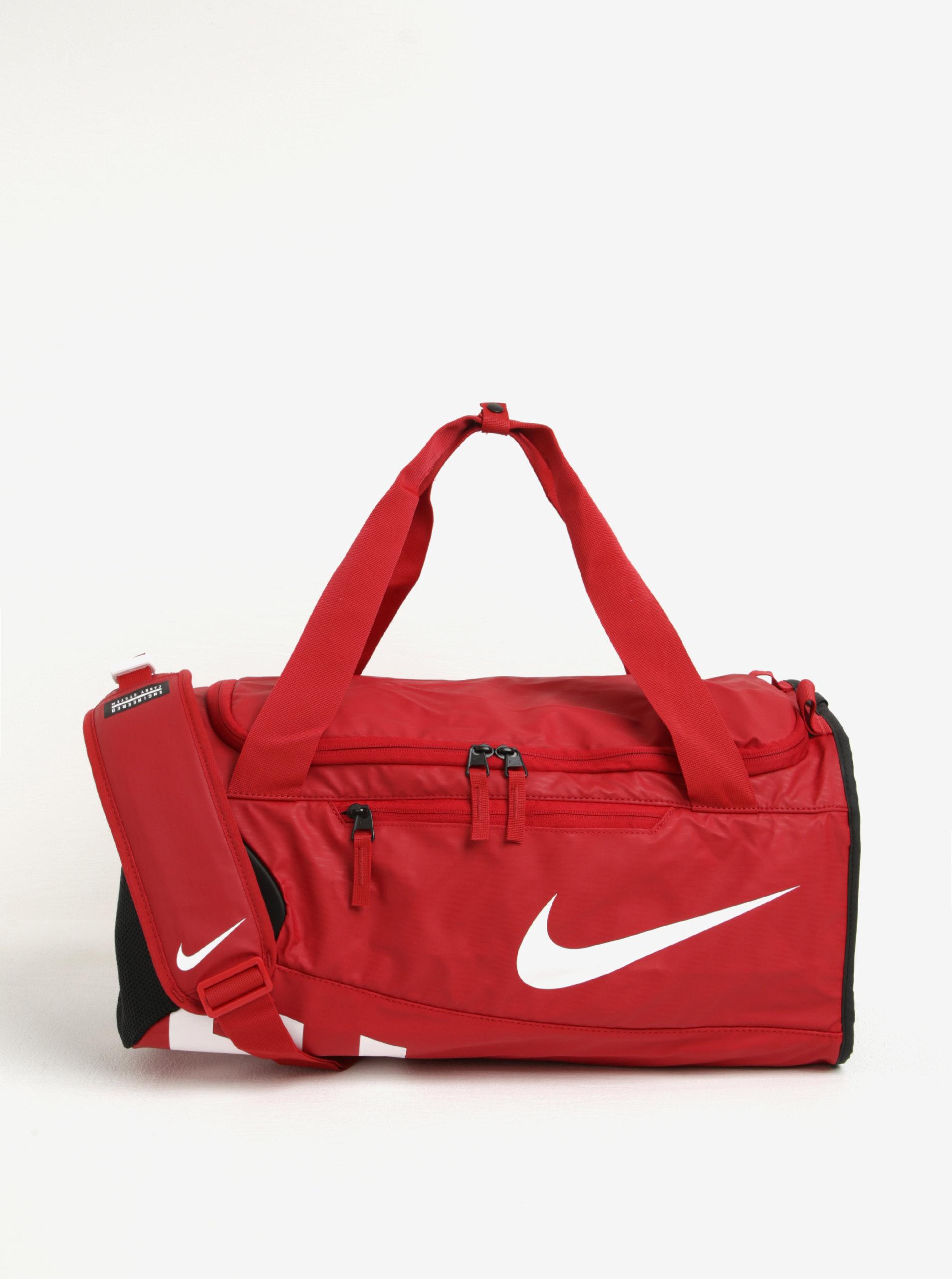 e86d401e84e07 Červená vodovzdorná športová taška Nike Alpha Adapt 37 l   ZOOT.sk