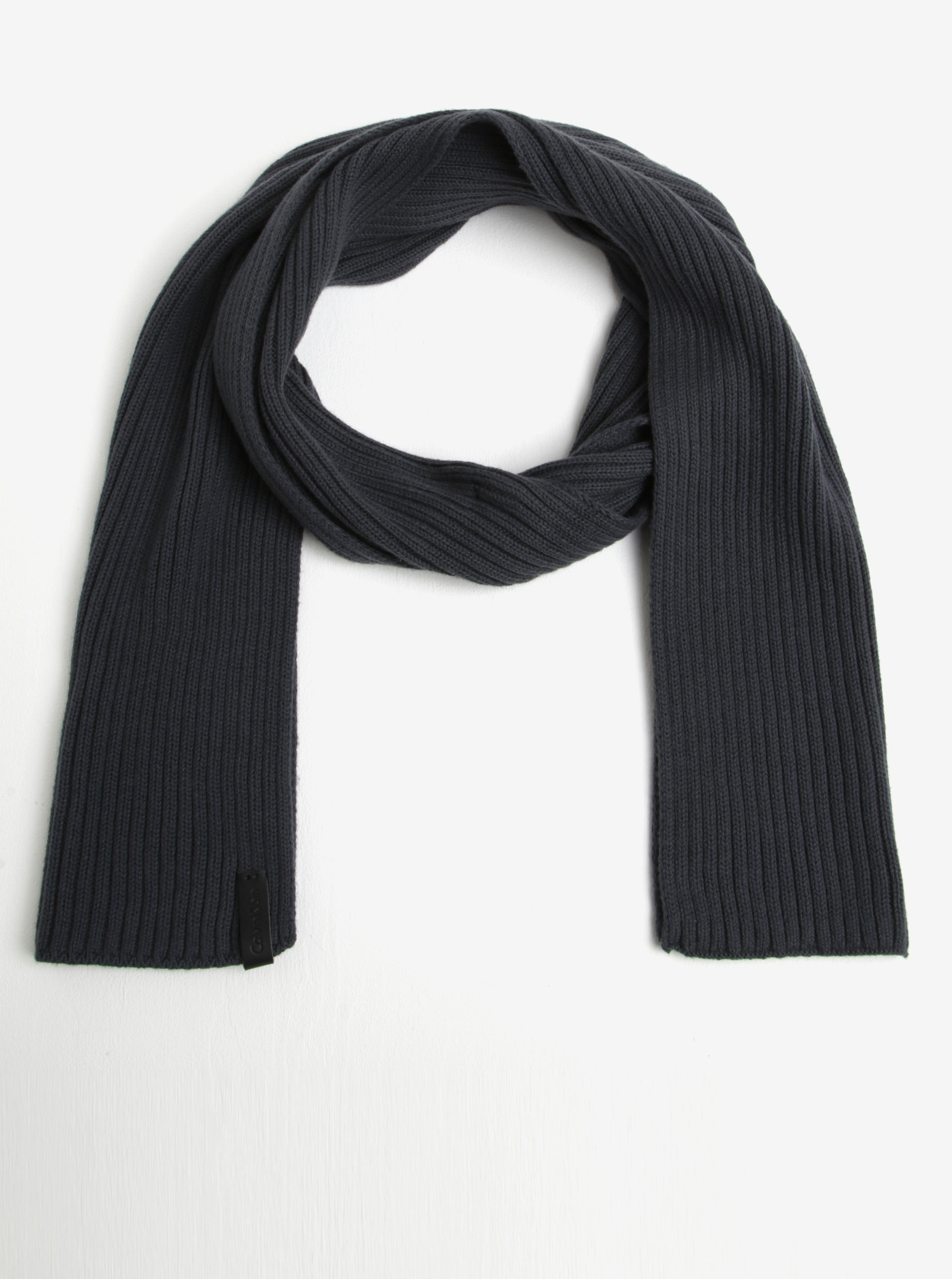 8865f6ff38 Tmavě šedá pánská šála Calvin Klein Jeans Octave ...