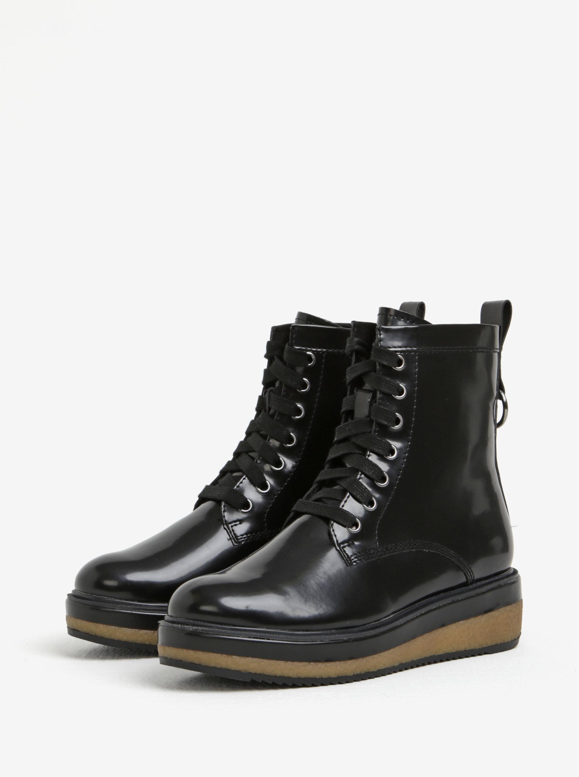 ecb153ae55fc Čierne lesklé členkové topánky na platforme Tamaris ...